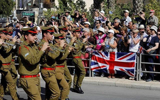Musicians from the Israeli army orchestra perform as members of the Australian Light Horse association ride through Beersheba, in the northern Israeli desert, on October 31, 2017, ahead of a reenactment of the historical fight of the ANZAC (Australian and New Zealand Mounted Division) where forces captured the city from the Ottoman Empire during the First World War. (AFP PHOTO / MENAHEM KAHANA)