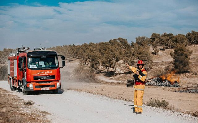 An Israeli firefighter directs a fire engine during an international natural disaster preparedness exercise in central Israel on October 24, 2017. (Fire and Rescue Authority)