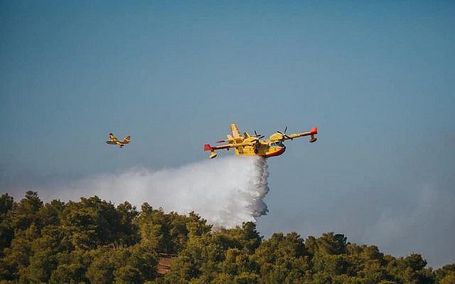 Firefighting planes puts out a simulated blaze as part of an international natural disaster preparedness exercise in central Israel on October 24, 2017. (Fire and Rescue Authority)
