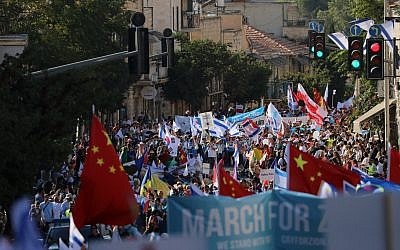 Pro-Israel supporters take part in the annual Jerusalem March during the Jewish holiday of Sukkot on October 10, 2017. (Jerusalem Municipality spokesperson)
