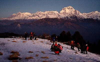 A group of trekkers in the Annapurna mountains, Nepal. (CC BY-SA Gweltaz, Flickr)