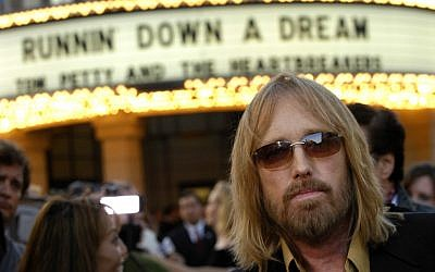 "Tom Petty arrives at the world premiere of the documentary ""Runnin' Down a Dream: Tom Petty and the Heartbreakers"" in Burbank, California, October 2, 2007. (AP Photo/Chris Pizzello, File)"