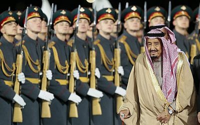 Saudi King Salman reviews an honor guard upon arriving at Moscow's Government Vnukovo airport, Russia, Wednesday, October 4, 2017. (AP Photo/Ivan Sekretarev)