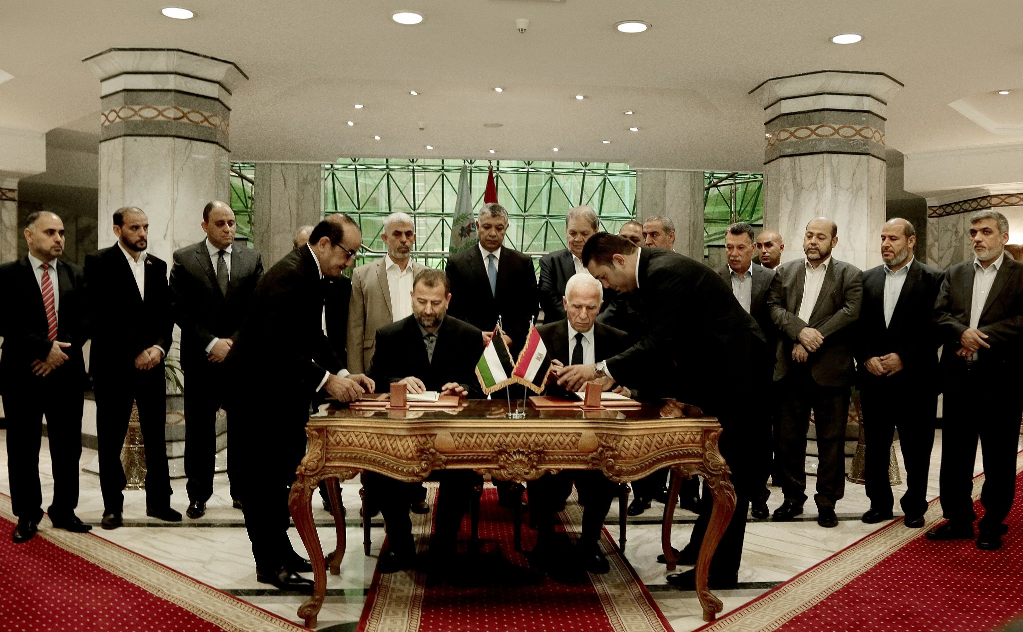 Fatah, Hamas sign Palestinian reconciliation deal in Cairo
