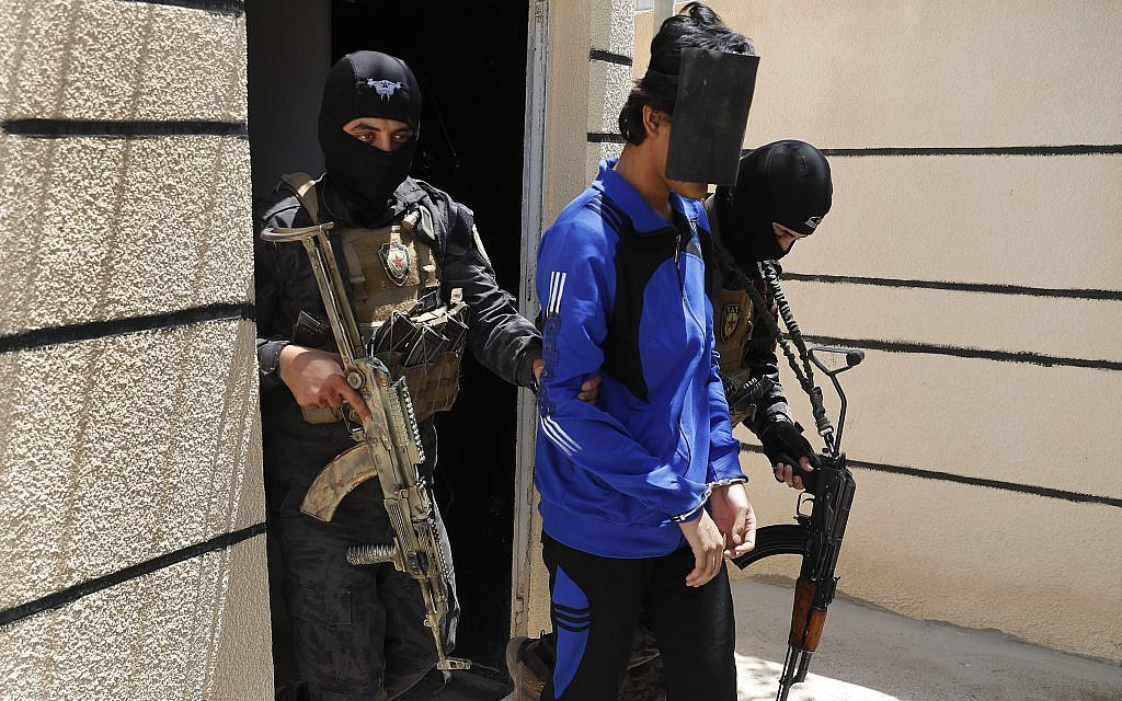 Kurds in Syria say they hold 900 foreign IS fighters