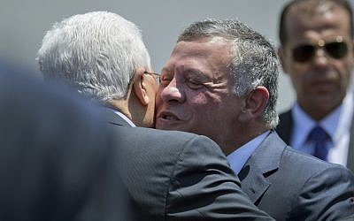 Palestinian President Mahmoud Abbas, left receives Jordan's King Abdullah II at his headquarters, in the West Bank city of Ramallah, on August 7, 2017. (AP Photo/ Nasser Nasser)
