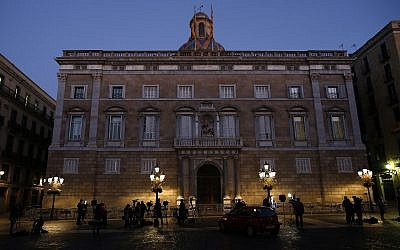 Television crews stand in front of the Palau Generalitat as they wait for the arrival of the Catalonia president Carles Puigdemont, in Barcelona, Spain, October 30, 2017. (AP/Manu Fernandez)