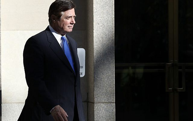 Paul Manafort walks from Federal District Court in Washington, Monday, Oct. 30, 2017. (AP Photo/Alex Brandon)