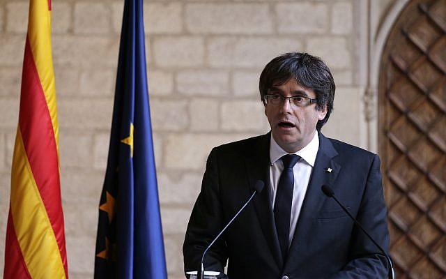 Catalan President Carles Puigdemont makes a statement at the Palau Generalitat in Barcelona, Spain, October 26, 2017. (AP/Emilio Morenatti)