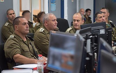 From left, Southern Command chief Maj. Gen. Eyal Zamir, IDF Chief of Staff Gadi Eisenkot, Gaza Division commander Brig. Gen. Yehuda Fuchs and Coordinator of the Government's Activities in the Territories Maj. Gen. Yoav Mordechai hold a situational assessment meeting near the Gaza border on October 31, 2017. (Israel Defense Forces)