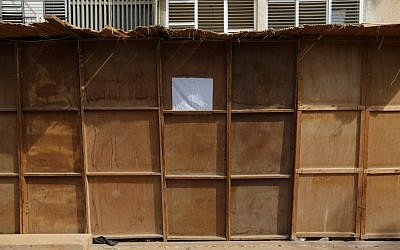 An illustrative photo of a sukkah in the Tel Aviv suburb of Bnei Brak on October 8, 2014. (Yaakov Naumi/Flash90)