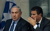Prime Minister Benjamin Netanyahu and Yossi Cohen at a press conference at the Foreign Ministry in Jerusalem, October 15, 2015. (Miriam Alster/Flash90)