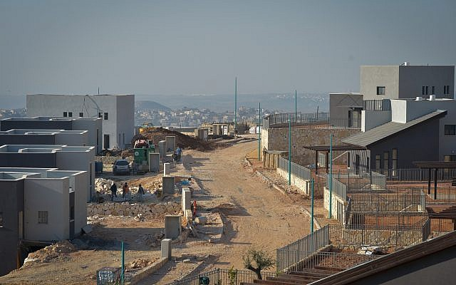 Construction of new buildings in the Israeli settlement of Na'ale on February 8, 2017.(FLASH90)