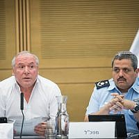 Likud MK David Amsalem, chairman of the Interior Affairs Committee, left, and Police Commissioner Roni Alsheich  during a committee meeting at the Knesset, July 11, 2017. (Yonatan Sindel/Flash90)