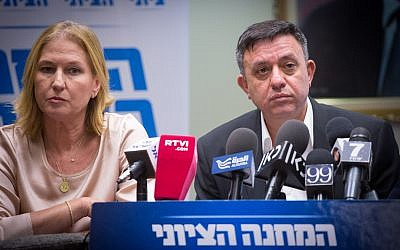 Labor chairman Avi Gabbay (r) and Zionist Union MK Tzipi Livni attend a Zionist Union faction meeting at the on July 24, 2017. (Miriam Alster)