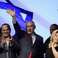 Prime Minister Benjamin Netanyahu, his wife Sara and Likud lawmakers attend a rally in support of the premier in Tel Aviv on August 9, 2017. (Tomer Neuberg/Flash90)