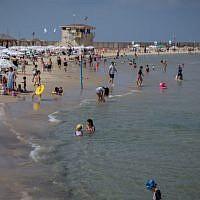 Israelis enjoy the beach in Tel Aviv. August, 2017. (Miriam Alster/FLASH90/File)