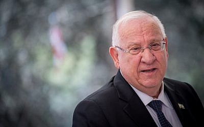 President Reuven Rivlin speaks during a ceremony marking one year since the death of his predecessor Shimon Peres at Mount Herzl Cemetery in Jerusalem, on September 14, 2017 (Yonatan Sindel/Flash90)