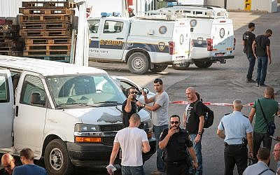 Police gather at the crime scene in Kafr Qassem where Reuven Schmerling was found murdered, on October 4, 2017. (Roy Alima/Flash90)