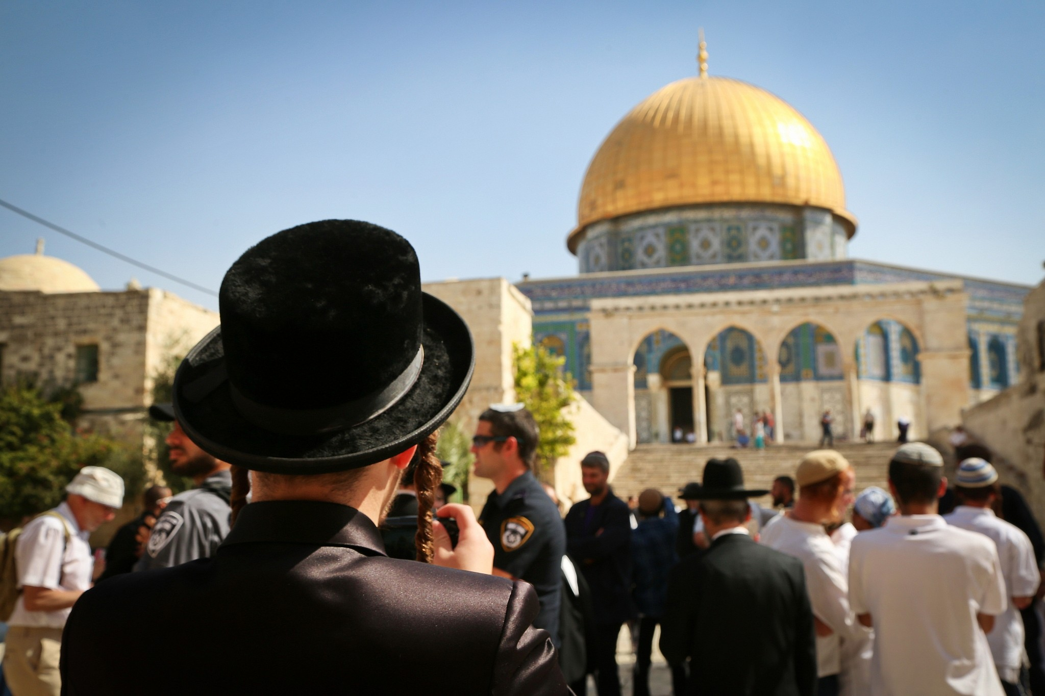 50 thousand settlers storm Joseph's Tomb and Al-Ibrahimi Mosque