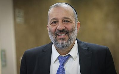 Interior Minister Aryeh Deri arrives for the weekly government conference at the Prime Minister's Office in Jerusalem, October 15, 2017. (Alex Kolomoisky)