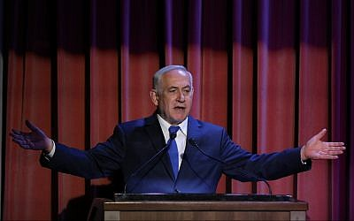 Prime Minister Benjamin Netanyahu speaks to members of the Christian press at the Israel museum in Jerusalem on October 15, 2017. (Yonatan Sindel/Flash90)