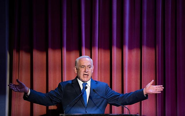 Prime Minister Benjamin Netanyahu speaks to members of the Christian press during an event at the Israel Museum in Jerusalem, October 15, 2017. (Yonatan Sindel/Flash90)