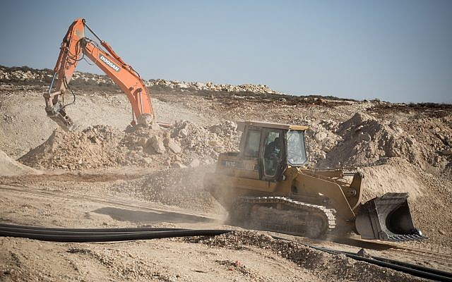 The construction site of the new Israeli settlement Amichai, to be established as the new home for the evacuated residents of Amona, on October 18, 2017. (Hadas Parush/Flash90)