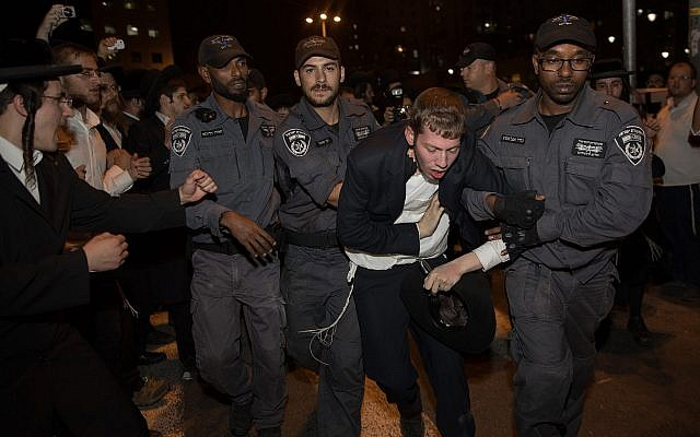 Police scuffle with ultra-Orthodox Jews protesting in Jerusalem against the conscription of members of their community to the IDF on October 19, 2017. (Noam Revkin Fenton/Flash90)