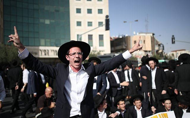 Ultra-Orthodox Jewish men protest against the arrest of two ultra orthodox jewish man who failed to comply with a recruitment order in Jerusalem, October 19, 2017. (Yonatan Sindel/Flash90)