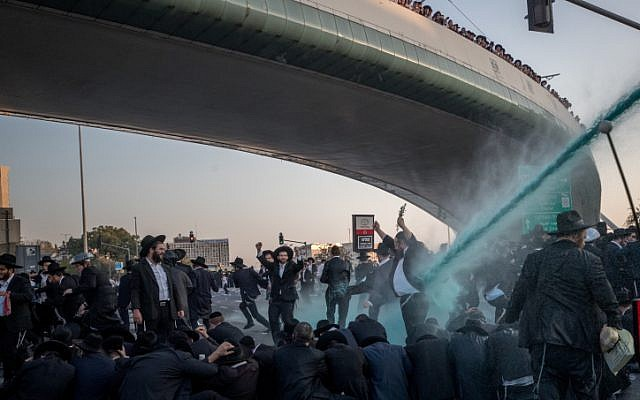 Police spray water to try and disperse a protest by ultra-Orthodox Jews against the conscription of members of their community to the IDF at the entrance to Jerusalem on October 23, 2017. (Yonatan Sindel/Flash90)