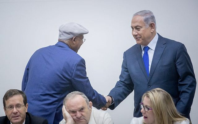 Prime Minister Benjamin Netanyahu (right) shakes hands with Likud MK Avraham Neguise during an event marking Aliya Day in the Knesset on October 24, 2017. (Yonatan Sindel/Flash90)