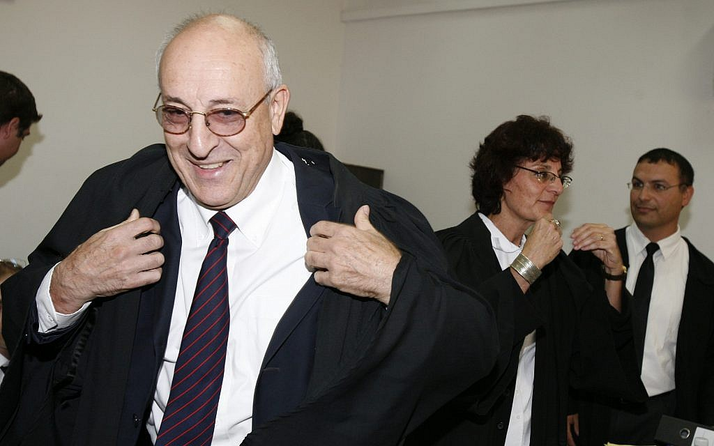 Attorney Yitzhak Molcho at the Jerusalem District Court on October 6, 2008 (Michal Fattal/Flash90)