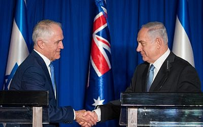 Prime Minister Benjamin Netanyahu (R) shakes hands with Australian Prime Minister Malcolm Turnbull during a joint press conference at the Prime Minister Office in Jerusalem, on October 30, 2017. (Yonatan Sindel/Flash90)