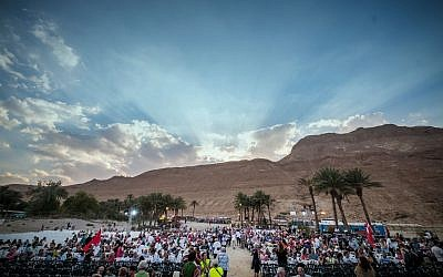 Thousands of Christian pilgrims attend the Feast of Tabernacles celebration in Ein Gedi, near the Dead Sea, October 06, 2017 (International Christian Embassy Jerusalem)