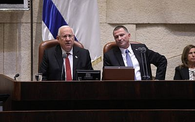 President Reuven Rivlin addresses the Knesset, next to its speaker Yuli Edelstein, during the opening of the parliament's winter session on October 23, 2017. (Knesset)