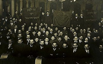 A Jewish political gathering in Russia around the time of the Russian Revolution. (Courtesy Jewish Museum and Tolerance Center in Moscow)