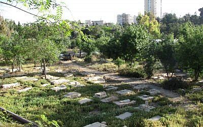 Partial view of Mamilla Cemetery. (CC BY-SA Yoninah, Wikimedia commons)