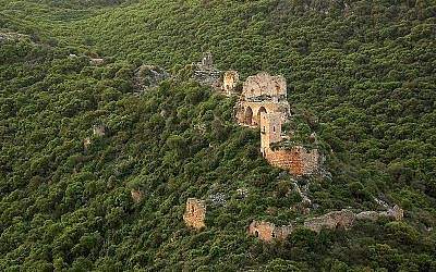 An aerial view of Montfort castle, a Crusader site, in the western Galilee in northern Israel. CC BY-SA, Wikimedia)