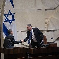 Knesset Speaker Yuli Edelstein (R) shakes hands with incoming Meretz MK Mossi Raz in the Knesset on October 23, 2017 (Yitzhak Harari/Knesset spokesperson's office)