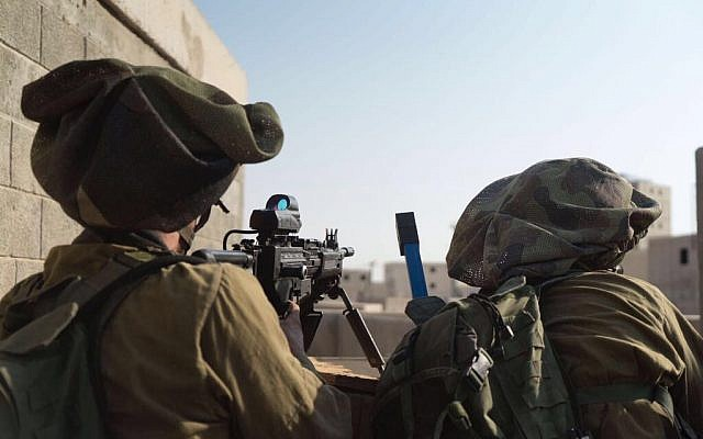 IDF and Cypriot National Guard soldiers take part in a joint exercise at the Israeli army's Tzeelim training base in southern Israel on October 25, 2017. (Israel Defense Forces)