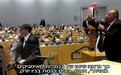 Bassem Eid (right) tries to speak as a heckler is pushed back from the podium after trying to accost him in New York City, on Thursday October 26 2017 (Screen capture Channel 2)