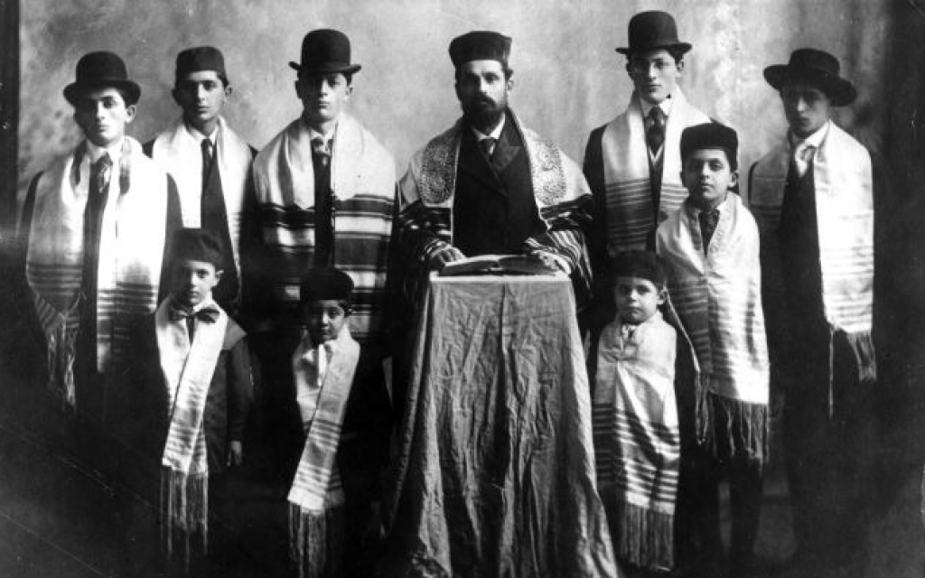 Rabbi Benjamin Papermaster and his eight sons and first grandson in Grand Forks, North Dakota, 1908. (The Jewish Museum of the American West)