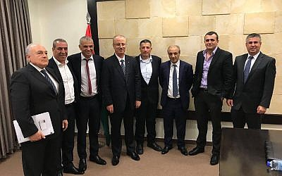 Finance Minister Moshe Kahlon (3rd from left) meets with Palestinian Authority Prime Minister Rami Hamdallah (4th from left) in Ramallah, on October 30, 2017. (Twitter)