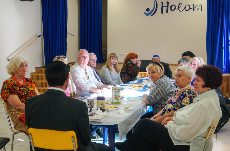 Kiev's American-style JCC gives low-income Jews the