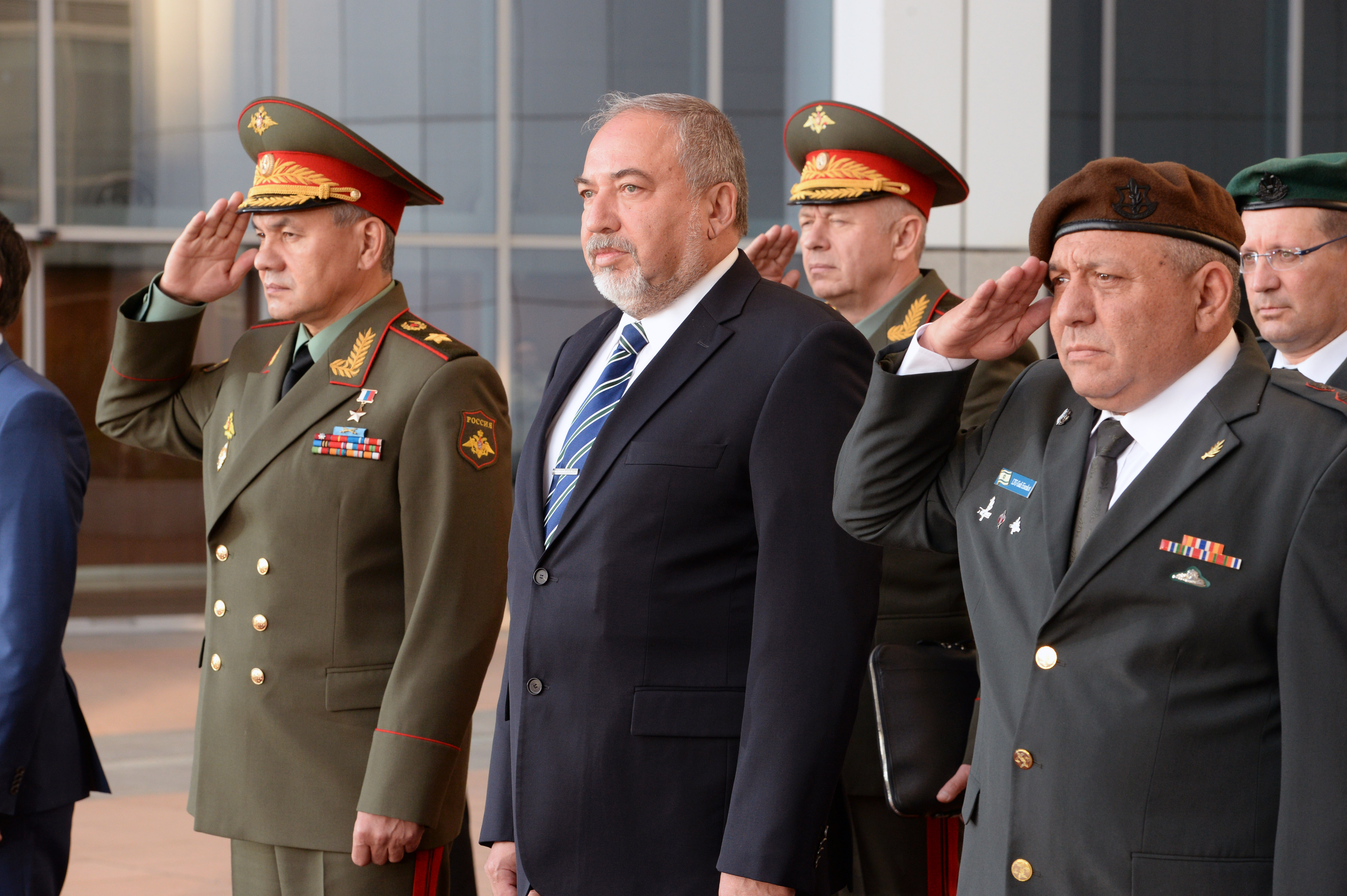 Shoigu instructed the General Staff to develop a plan for the deployment of troops in the Arctic 12/16/2013 68