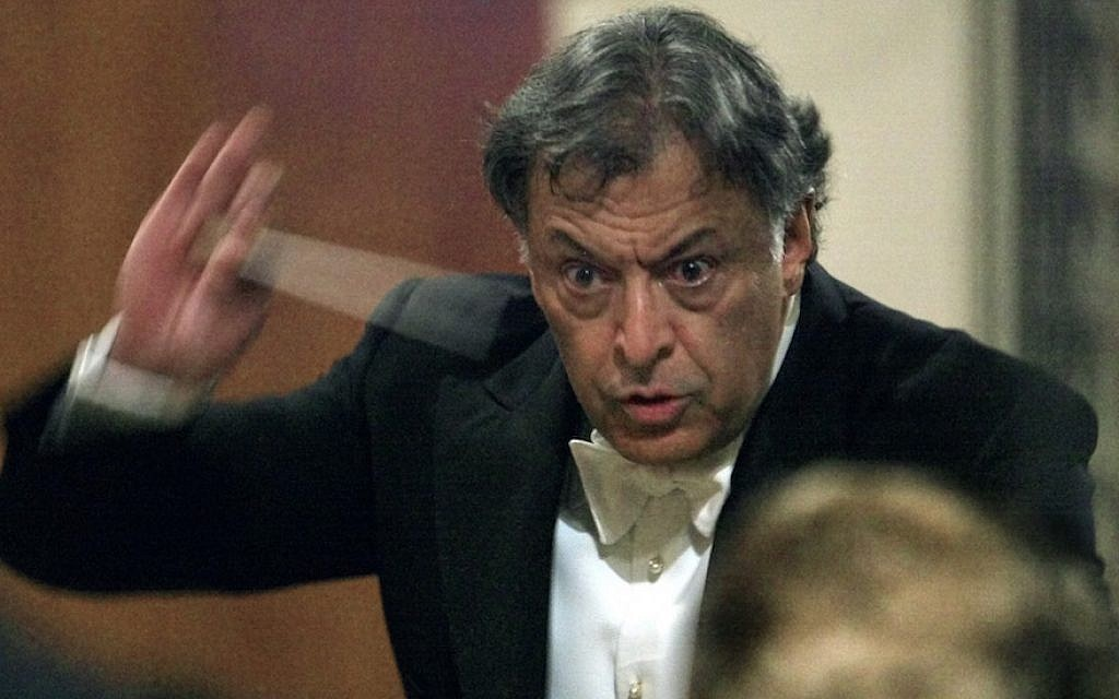 Zubin Mehta conducting the Israel Philharmonic Orchestra at the Moscow Conservatory, January 21, 2002. (Alexander Nemenov/AFP/Getty Images)