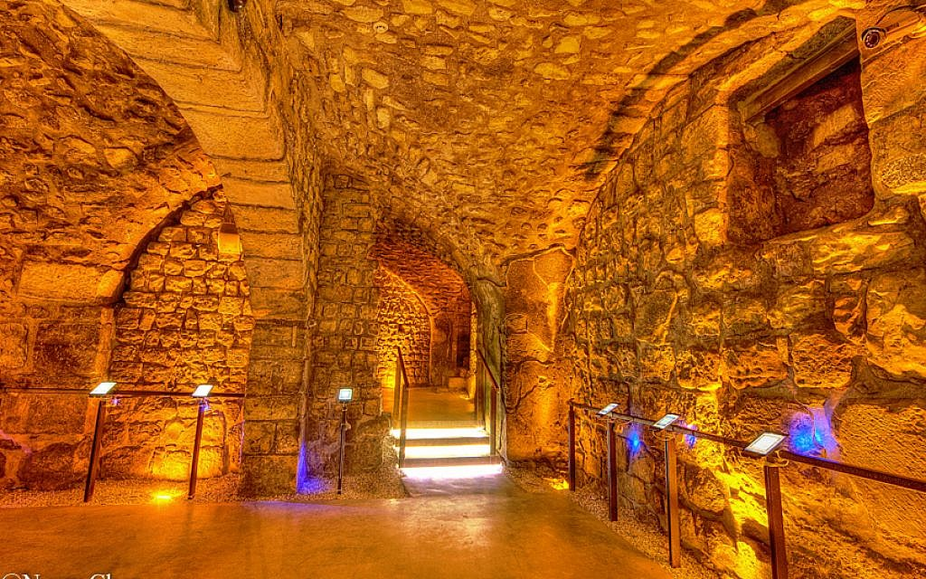 The crossroad between the Mamluk Halls and the Western Wall Tunnels.