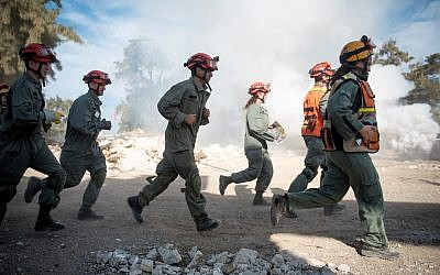 IDF Home Front Command soldiers take part in an international natural disaster preparedness exercise in southern Israel on October 25, 2017. (Israel Defense Forces)