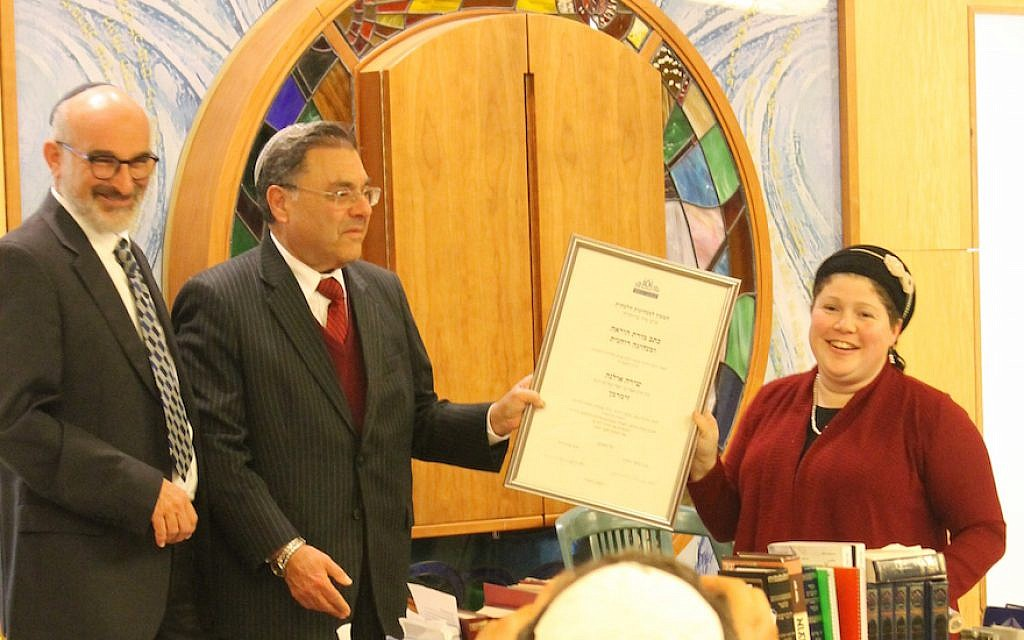 Rabbi Shuki Reich (L), seminary head of the Susi Bradfield Women's Institute of Halakhic Leadership, and Rabbi Shlomo Riskin (C), chancellor of Ohr Torah Stone, present Rabbanit Shira Zimmerman with her certification as a Spiritual Leader and Arbiter of Jewish Law at a ceremony in Jerusalem, January 3. 2017. (Ohr Torah Stone)